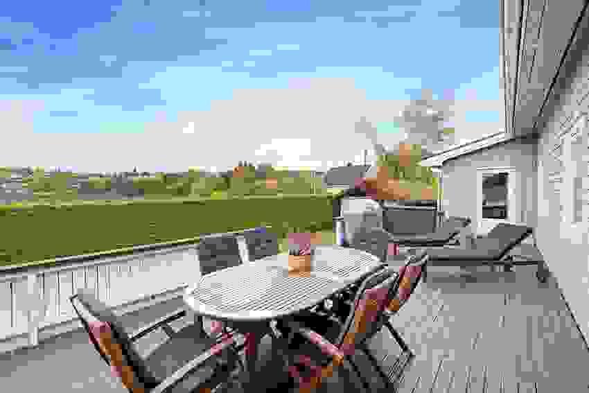 """Mange muligheter for """"innredning"""" av terrassen. Hva med solsenger og spisegrupper?"""