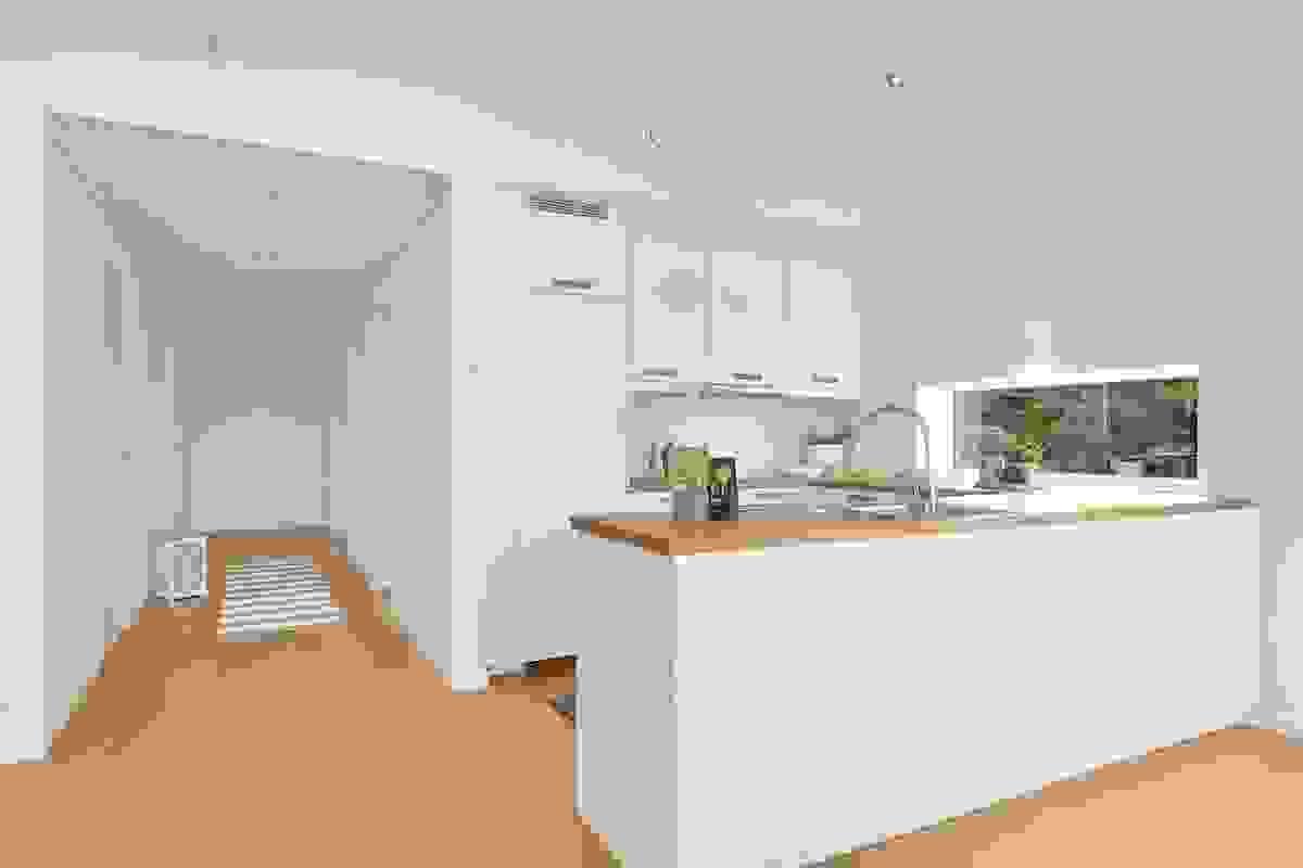 Hvitevarer som oppvaskmaskin, stekeovn, koketopp og kjøleskap er integrerte