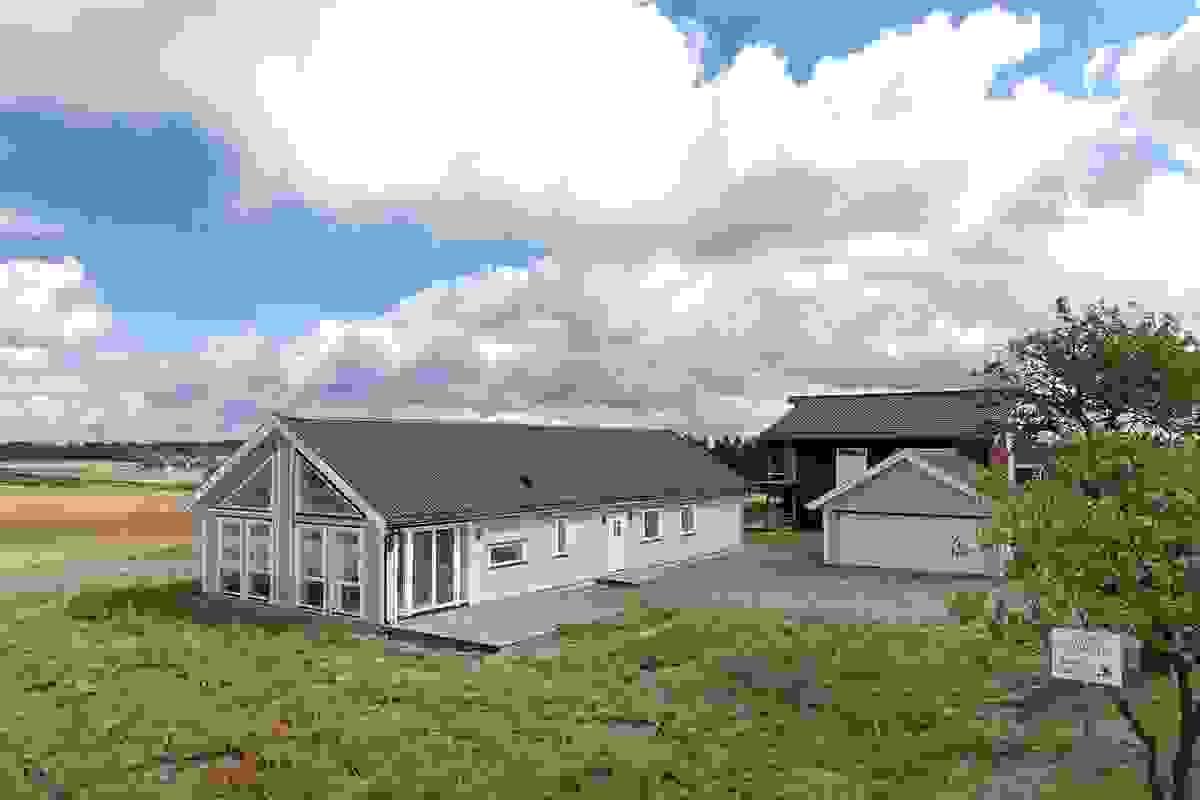 Boligen ligger landlig til, men samtidig sentralt ift Stokke, Sandefjord og de øvrige Vestfoldbyene