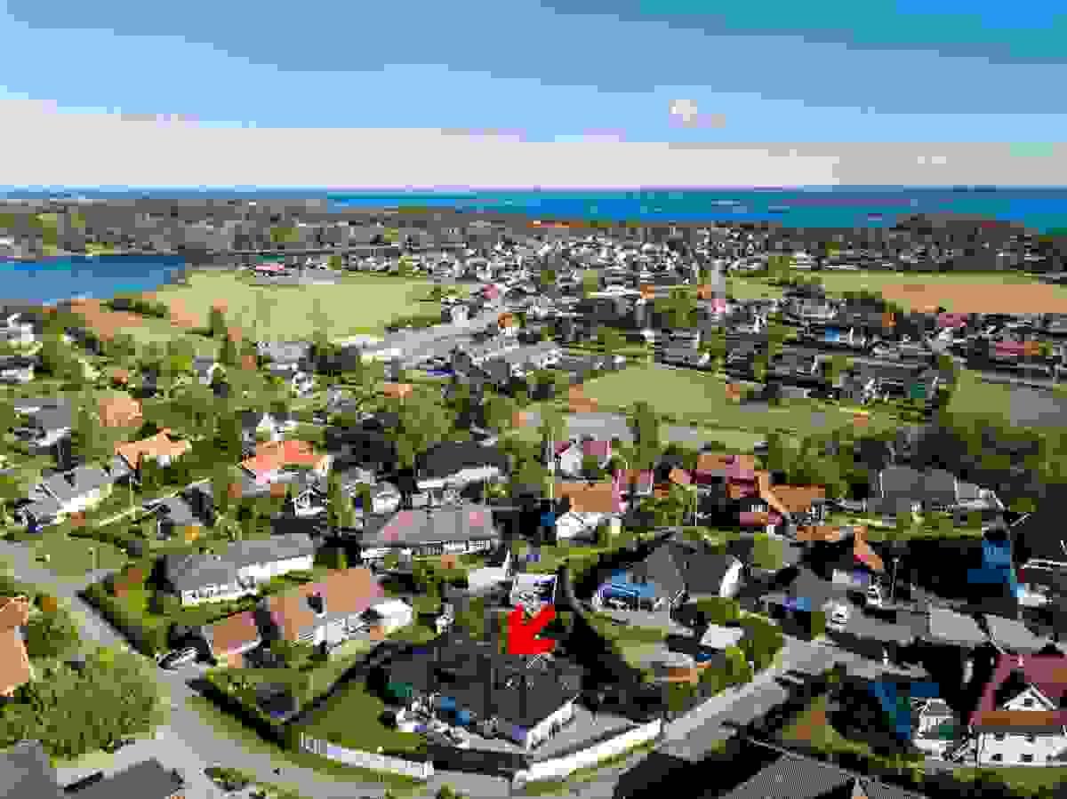 2-3 minutter å gå til Nøtterøy båtsenter og Nesbryggsundet (ca. 550m i luftlinje)