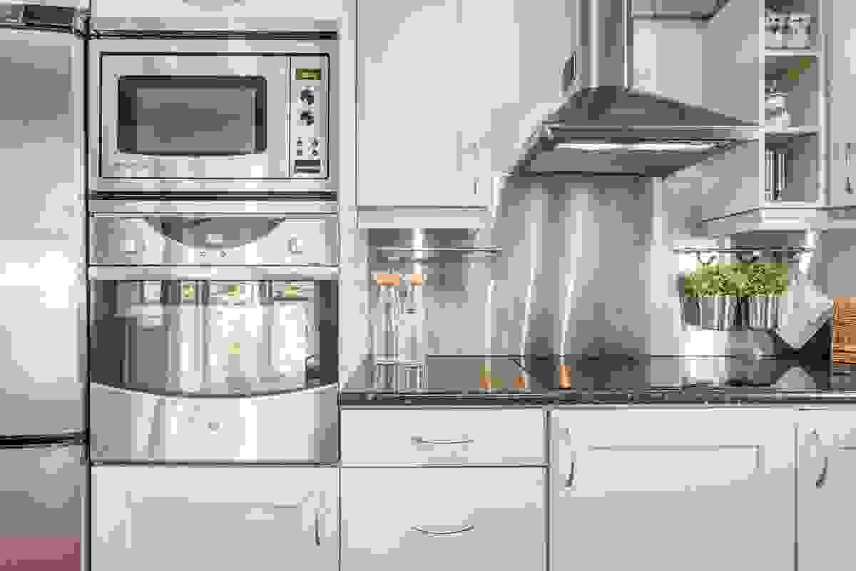 Alt av hvitevarer på kjøkkenet medfølger