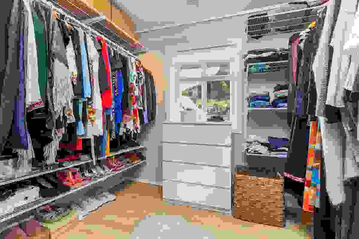 Soverom 3 - 1. etasje som pt. benyttes som omklednings-/garderoberom