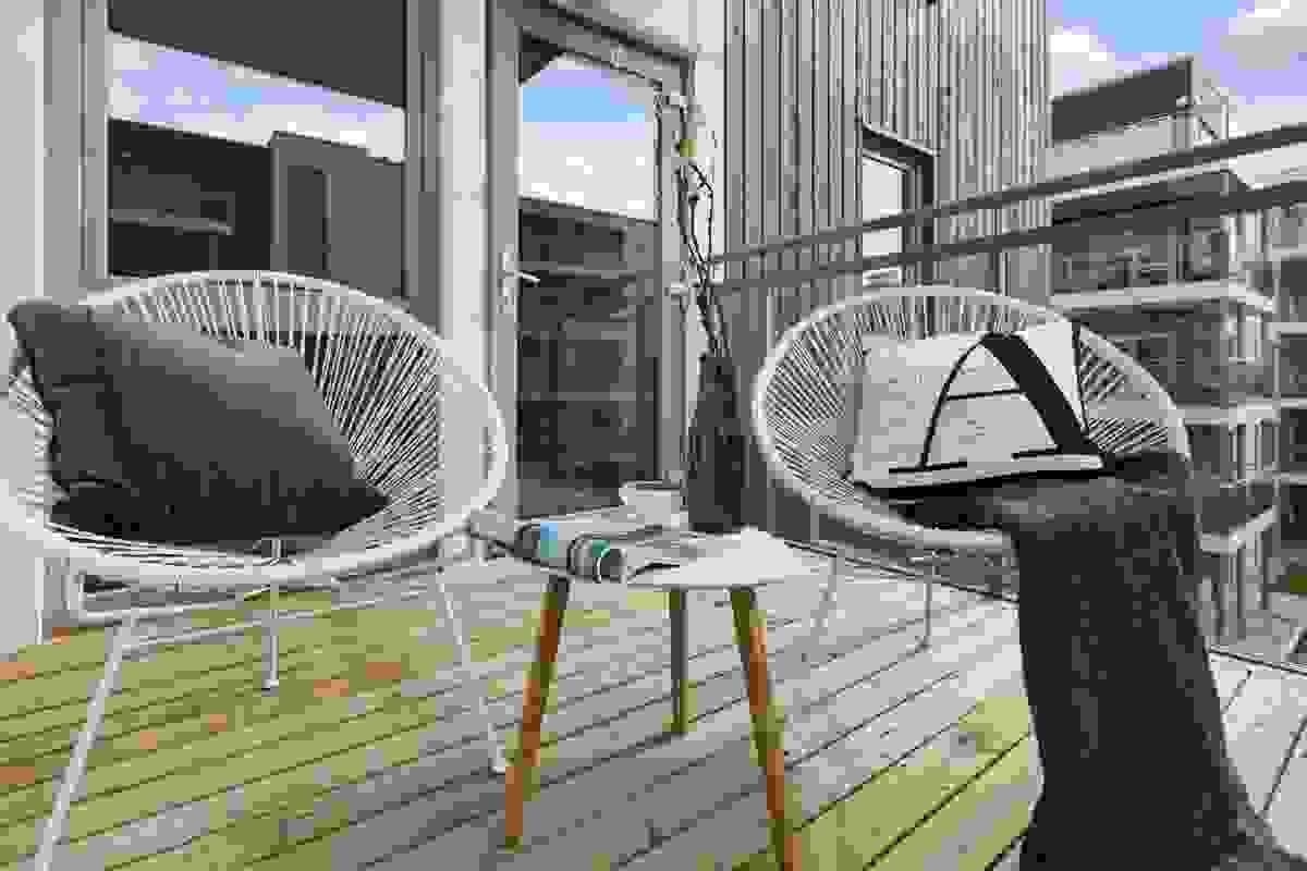 Leilighetens flotte terrasse er på ca. 6 m²