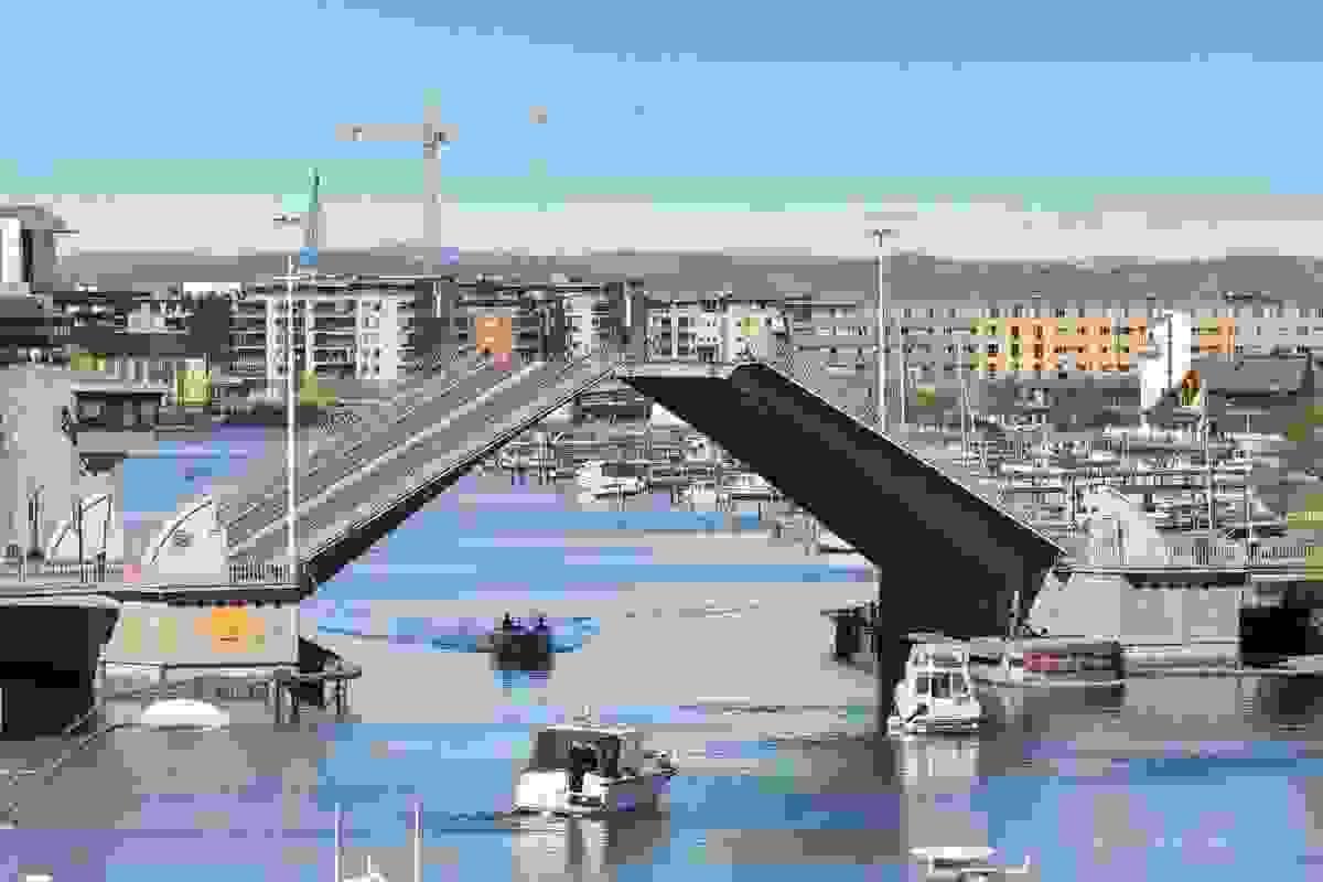 Man har også utsikt mot Kanalbroen, byen og mot Kaldnes brygge
