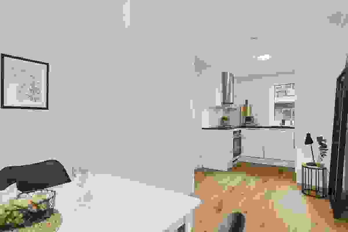 Ut for kjøkkenet er et avsatt en plass hvor man kan ha spisebord.