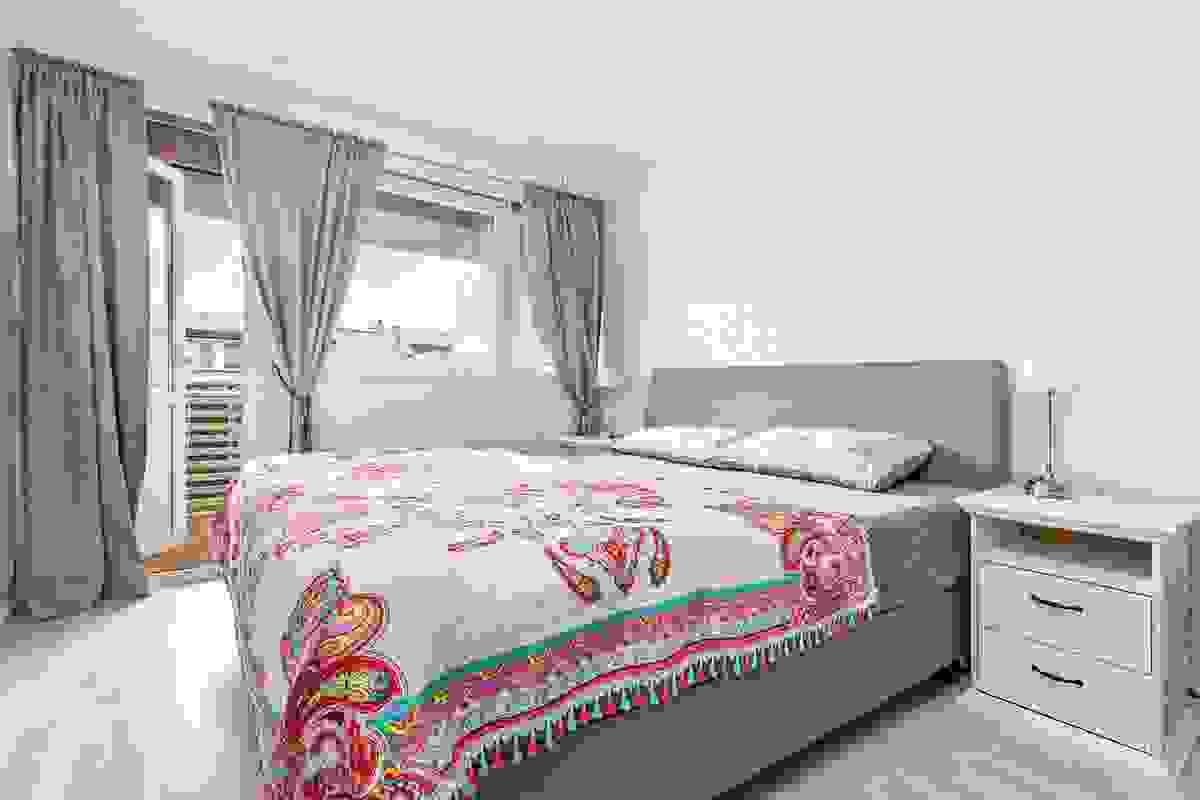 Alle tre soverommene ligger strategisk plassert på samme plan i 1. etasje.