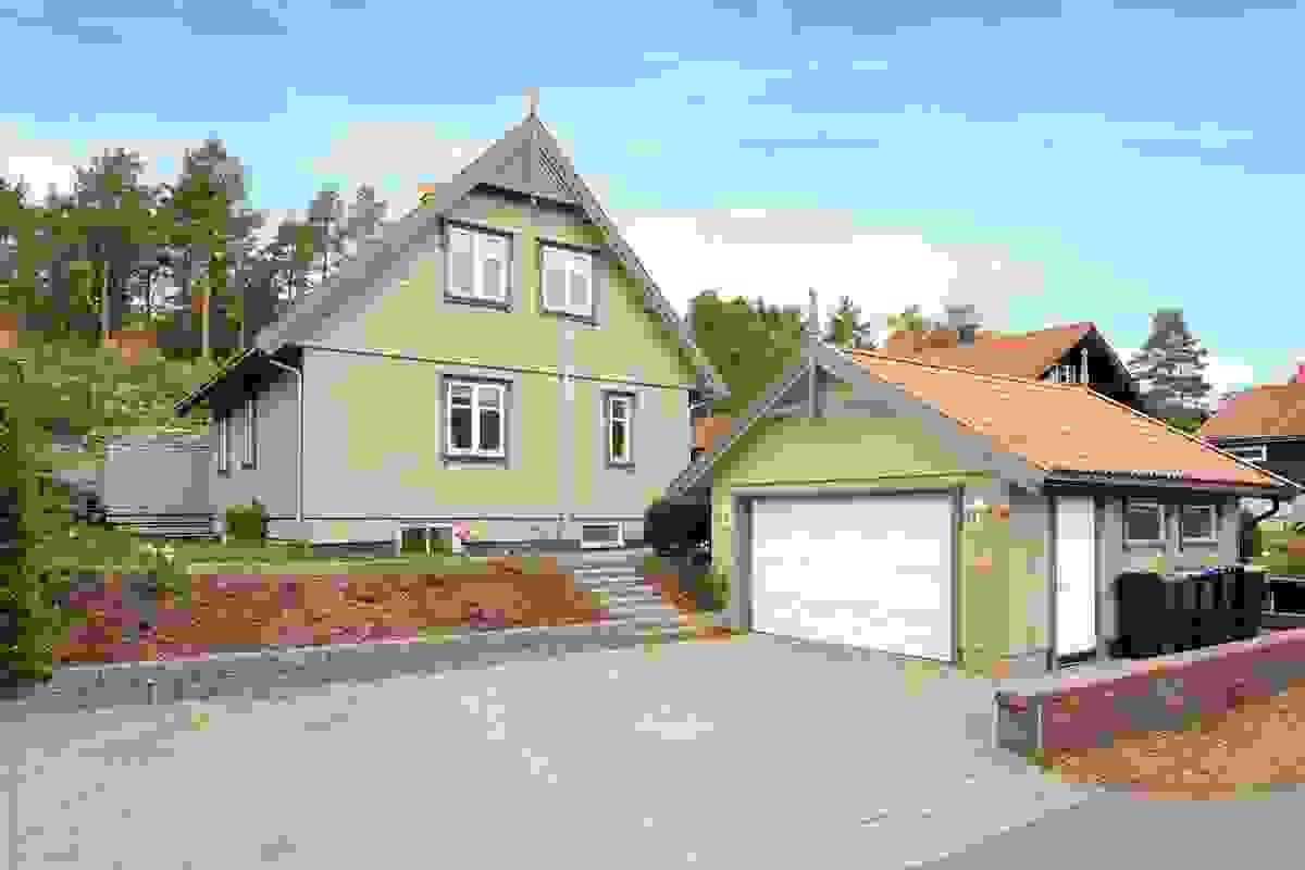 Z-eiendom v/Jørgen Nyhus har gleden av å presentere denne flotte og innholdsrike eneboligen beliggende i en rolig blindvei på attraktive Føynland