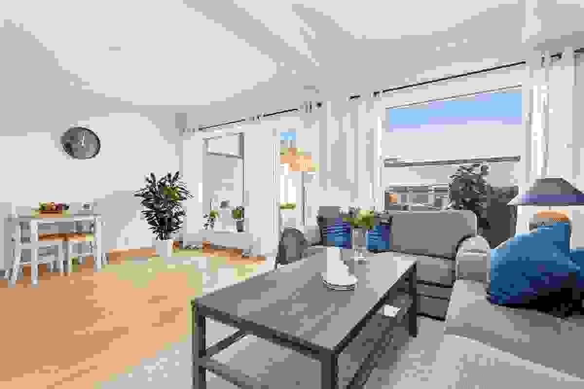 Et vakkert gulv gir et rom et ekstra pent inntrykk og det er lagt 1-stavs eikeparkett i alle rom