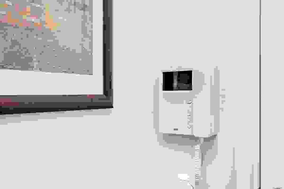 Porttelefon m/kamerasystem til felles inngangsparti med elektronisk åpner