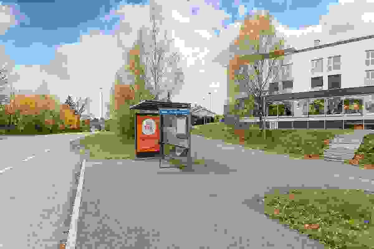 Bussholdeplass rett på utside av eiendommen