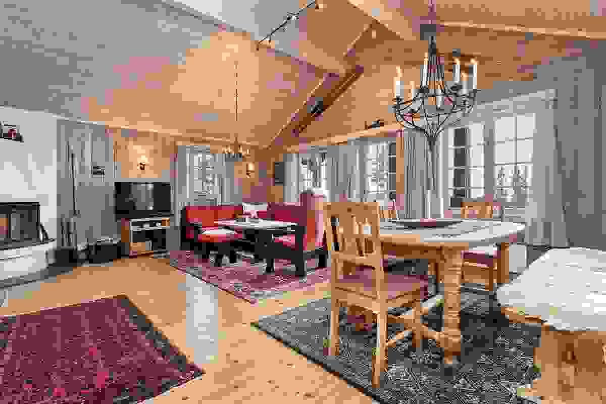 Stor stue med stor takhøyde