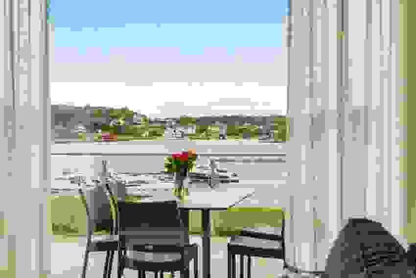 Nyt utsikten fra terrassen