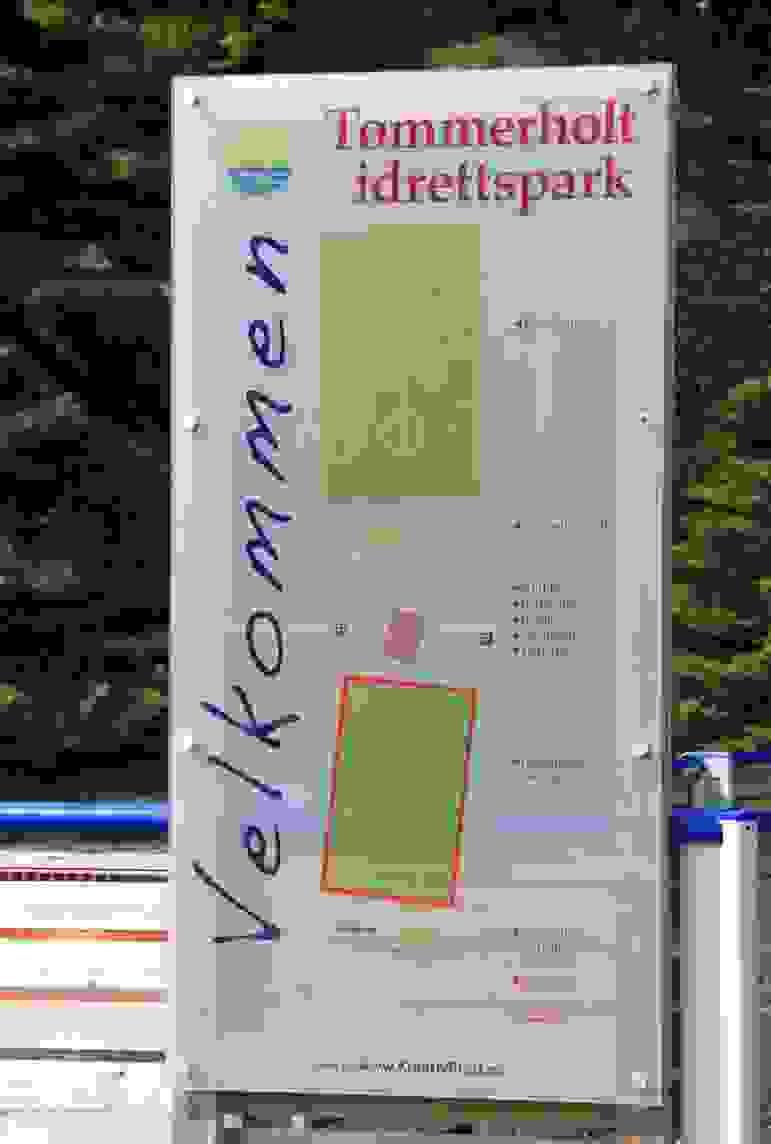 Nærområde; Til Tømmerholt idrettspark med kunstgressbane og treningsfelt er det ca. 1200 meter