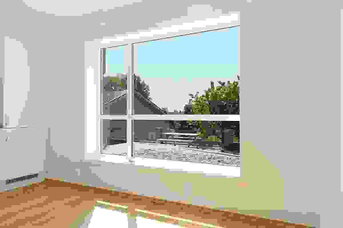 Stort vindu ved kjøkken