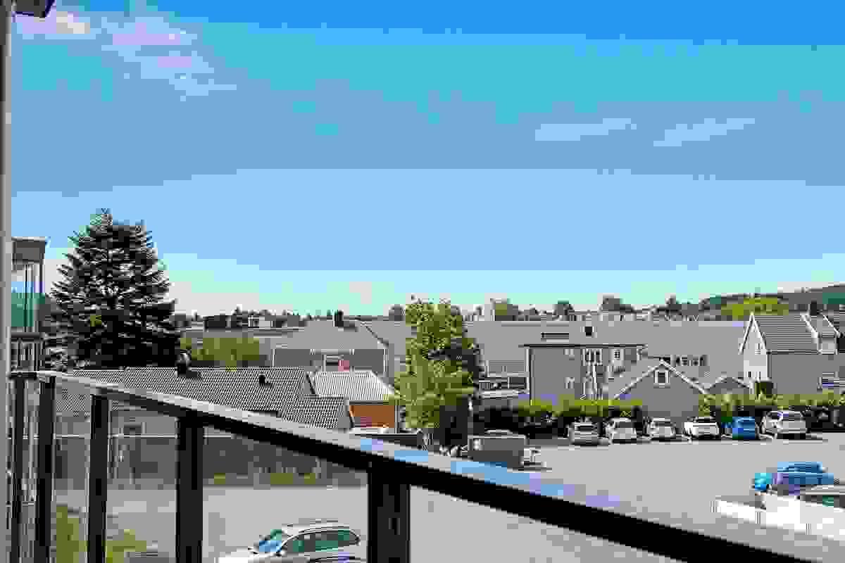 Utsikt fra leiligheten (bilde er hentet fra leiligheten i 3. etg.).