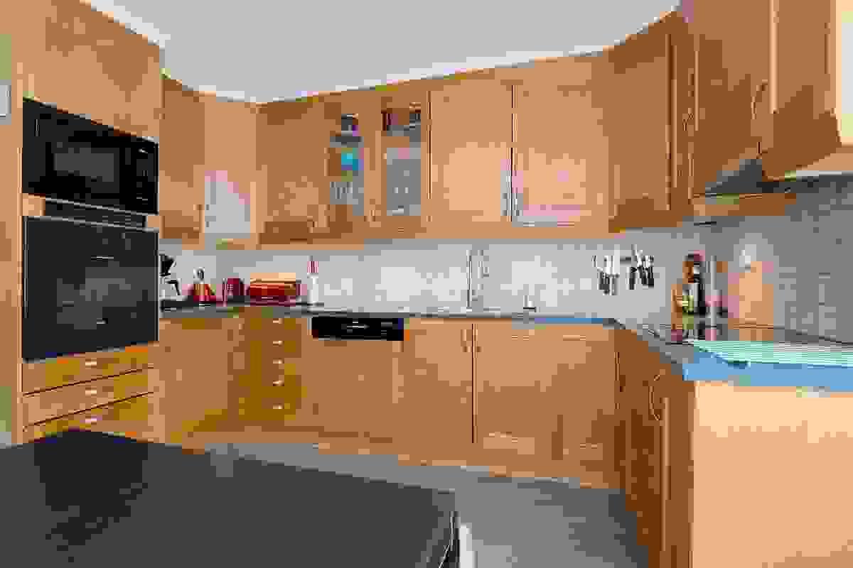 Rikelig med Norema kjøkkeninnredning i bjerkeutførelse