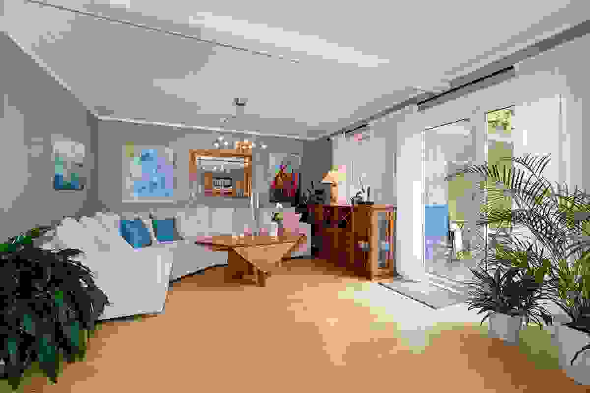 Stue nr 2 er romslig og har utgang til herlig og usjenert terrasse