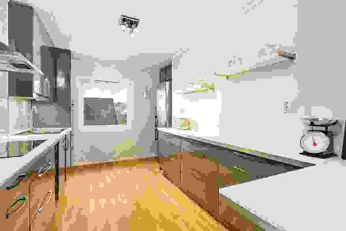 Innredningen kler leiligheten godt, og fargevalget står i fin sammenheng med leilighetens øvrige farge-/materialvalg