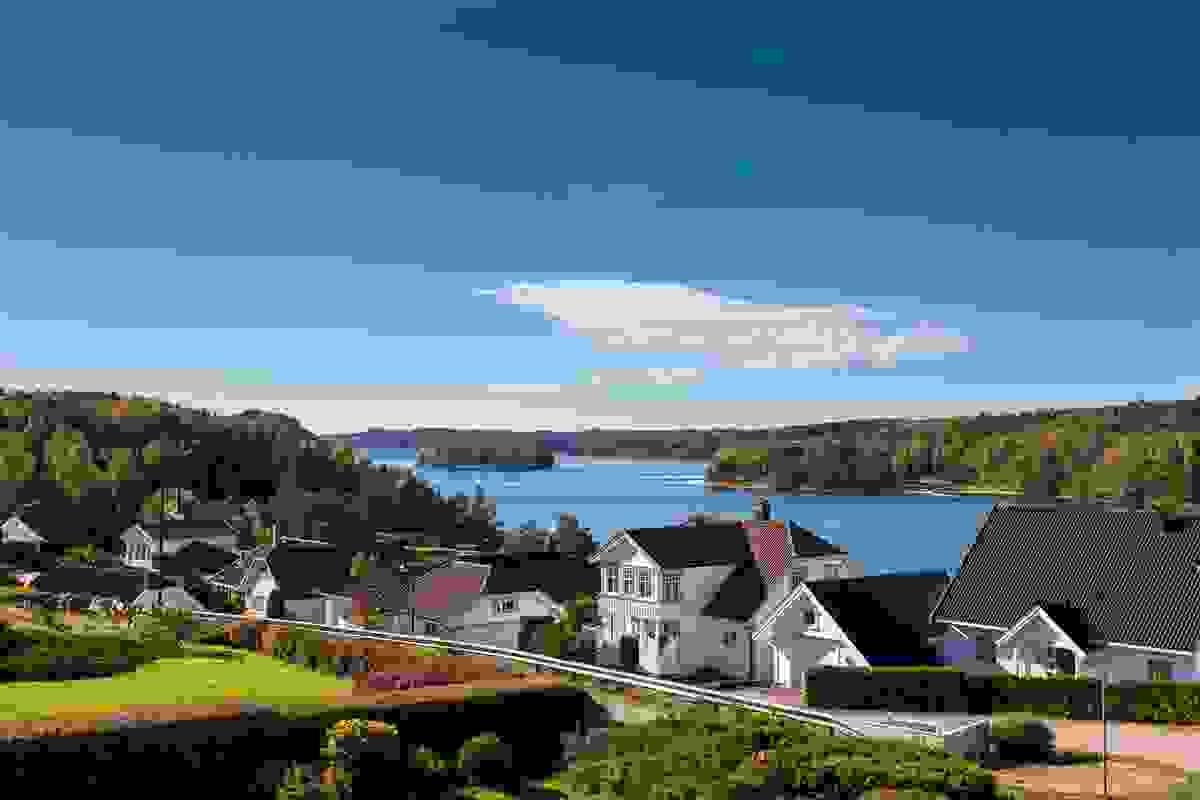Utsikten over Vestfjorden er vid og imponerende