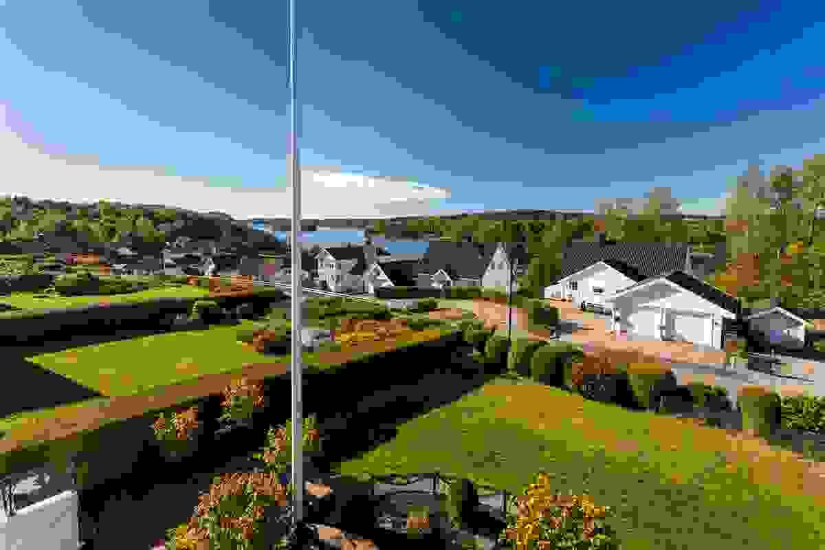 Den altoppslukende utsikten fra stor og usjenert takterrasse bør også oppleves