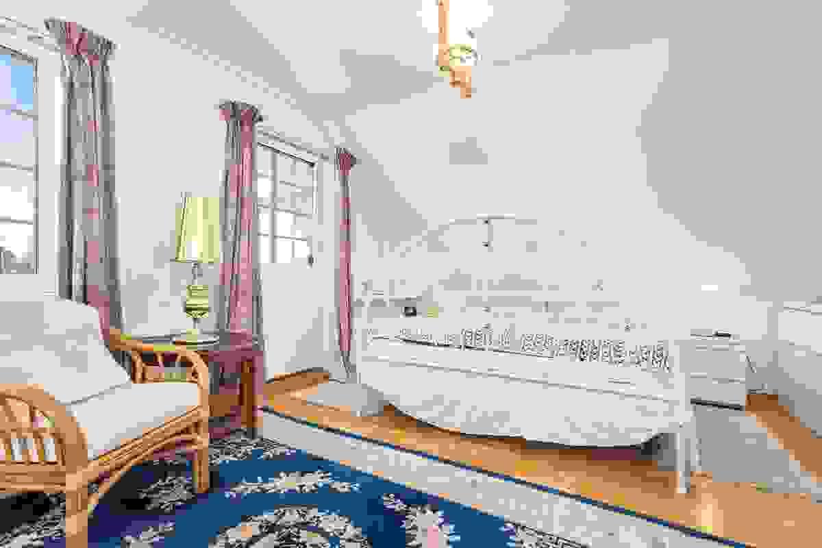 Soverommene er smart plassert i forhold til hverandre, og ligger samlet i husets 2. etasje