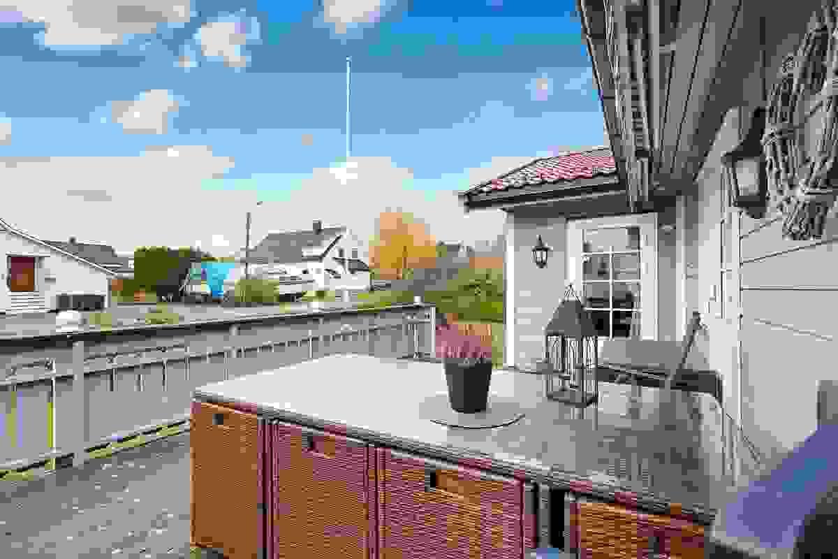 Terrasse med adkomst til hage
