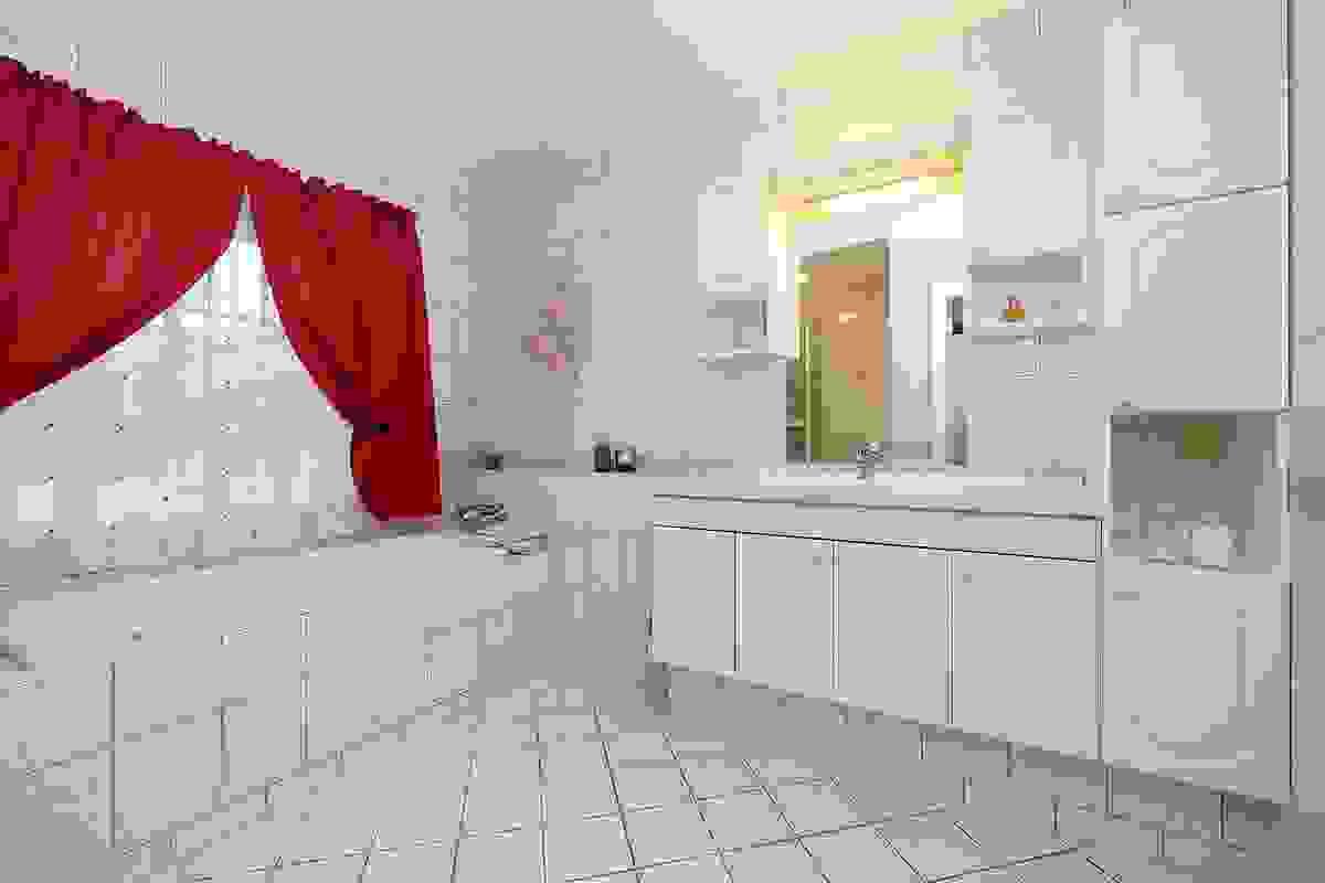 Bad med fliser på gulv med gulvvarme