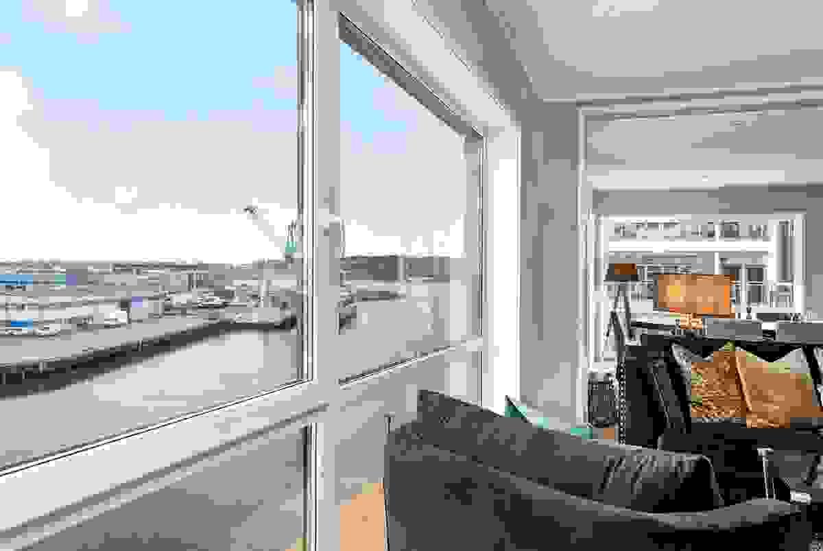 De dype vinduene gjør at man får følelse av å være på cruisebåt