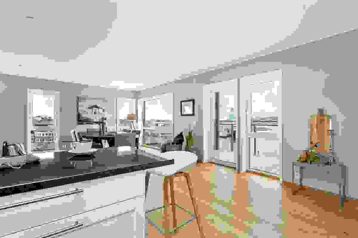 Fantastisk romslig stue, kjøkken og spisestue med et totalt areal på nesten 65 m²