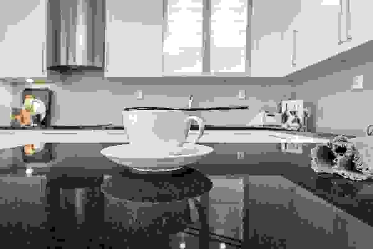 Kjøkkenøyen sørger for at du kan tilberede alle døgnets måltider med blikket vendt mot utsikten!