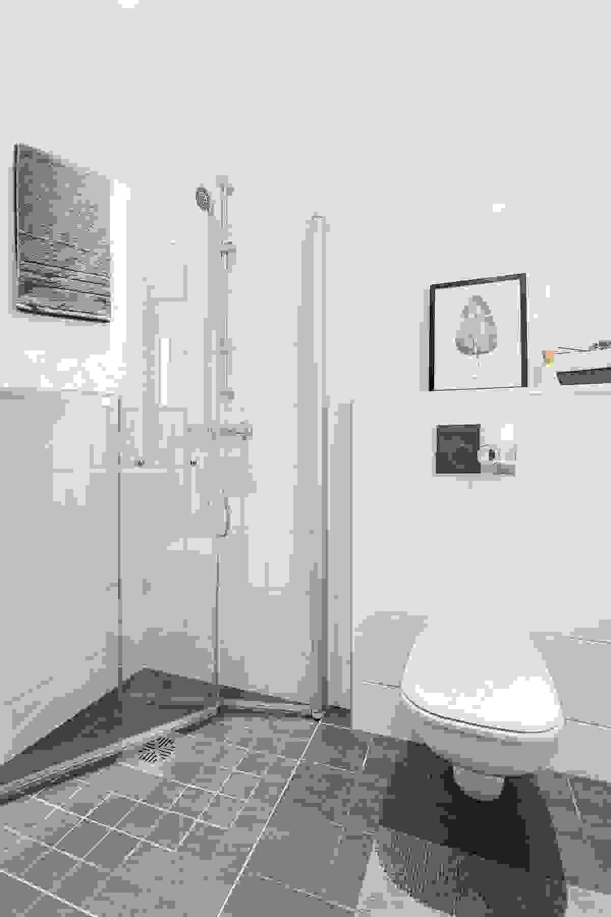 Et moderne bad skal også ha god lyssetting. Begge baderommene leveres derfor med innfelte downlights med nivåjustering