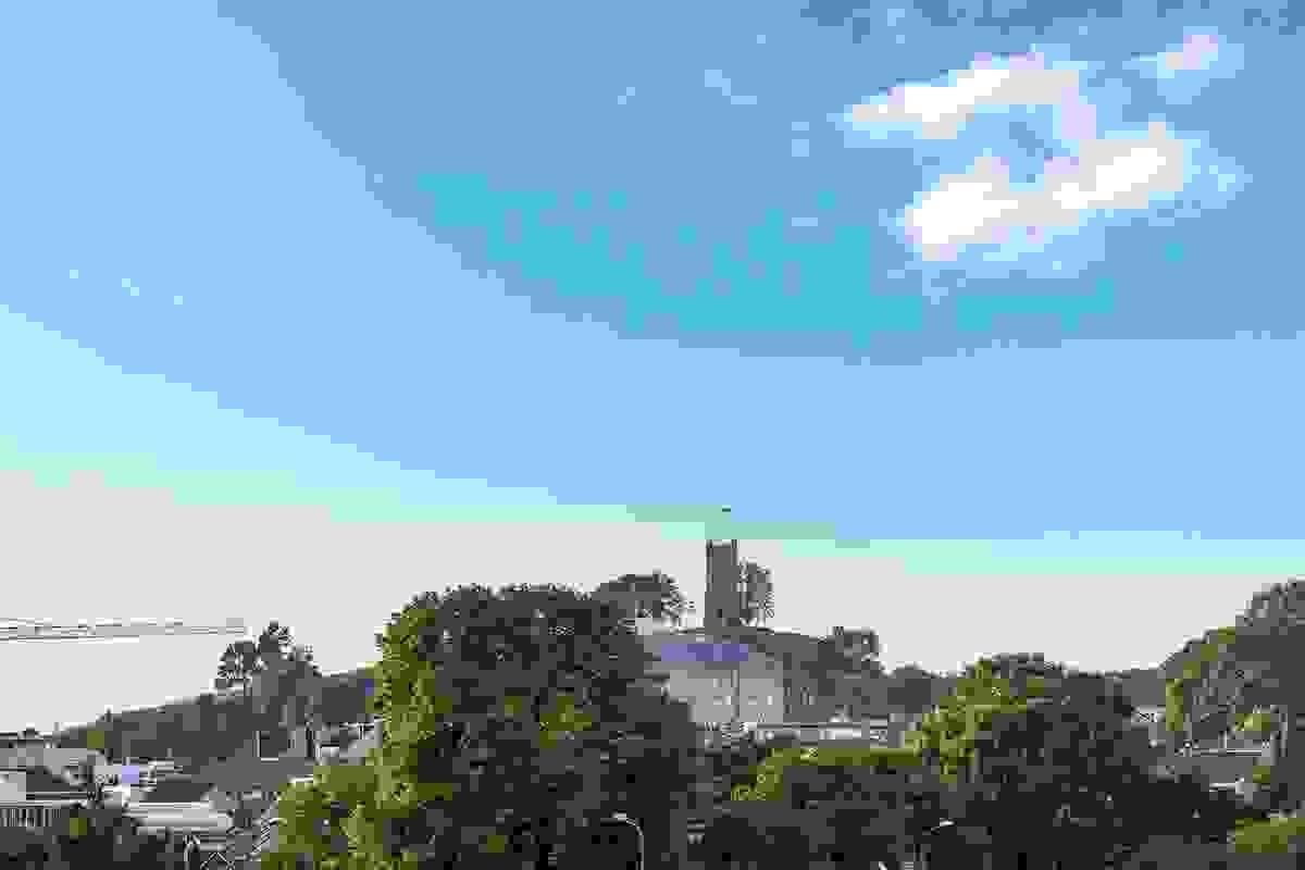 Slottsfjellet skimes også fra leiligheten
