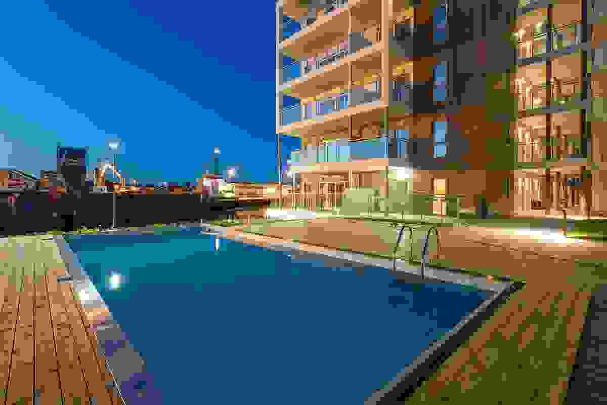 Svømmebassenget på kveldstid