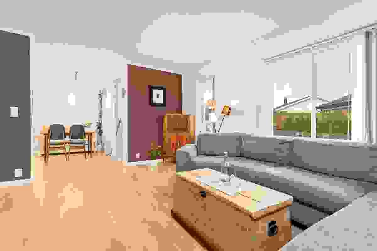 Stuen er enkel å møblere