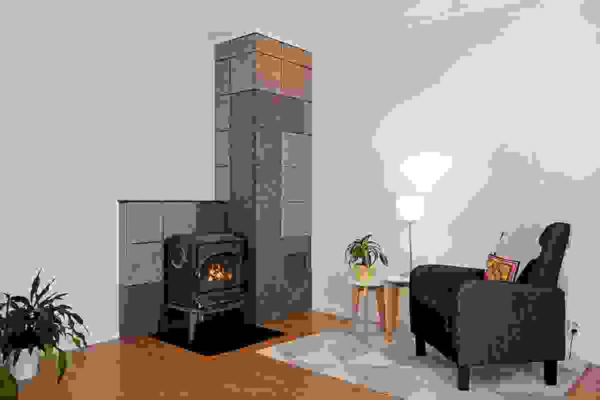Koselig vedovn i stuen som gir god varme