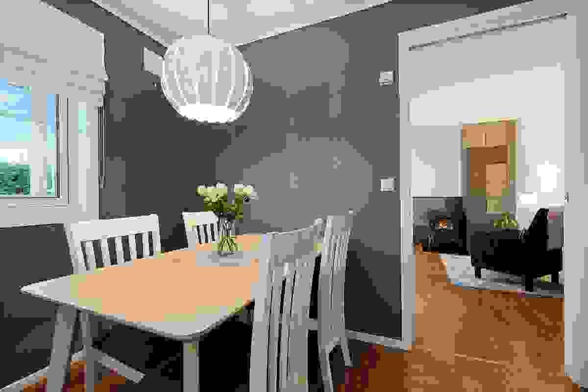 Kjøkken med direkte adkomst fra stuen