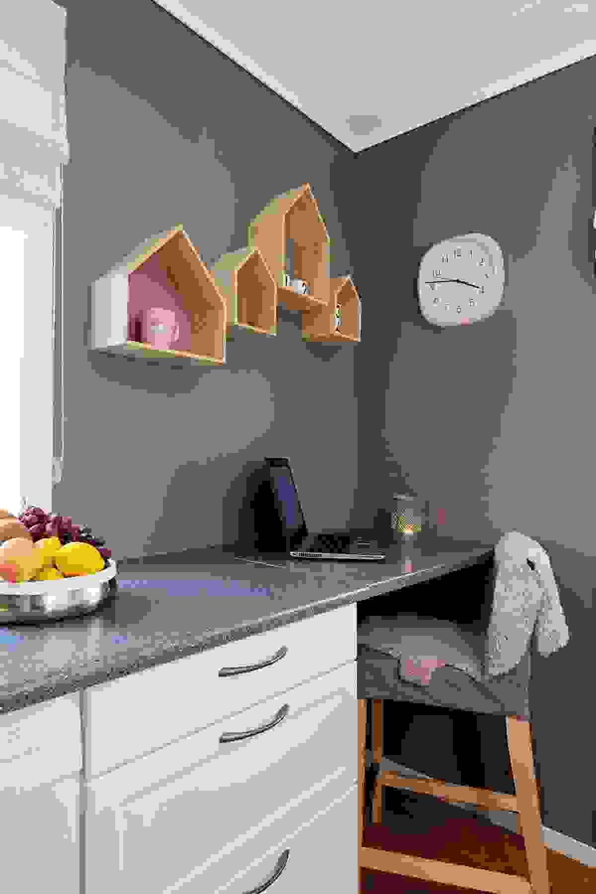 Praktisk kontorplass på kjøkkenet