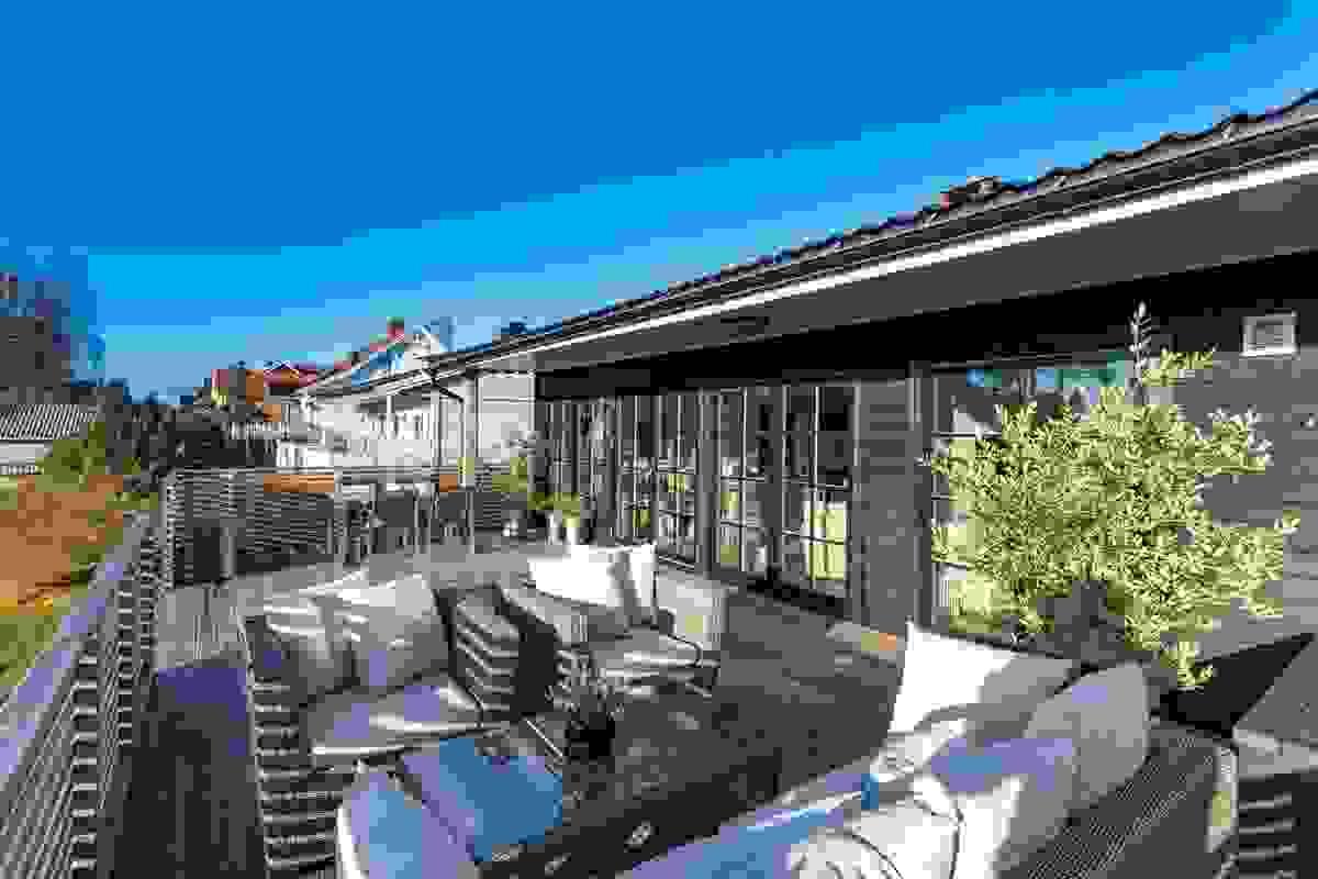 Ny terrasse fra 2016 på hele 41 m² med sol fra morgen til kveld.