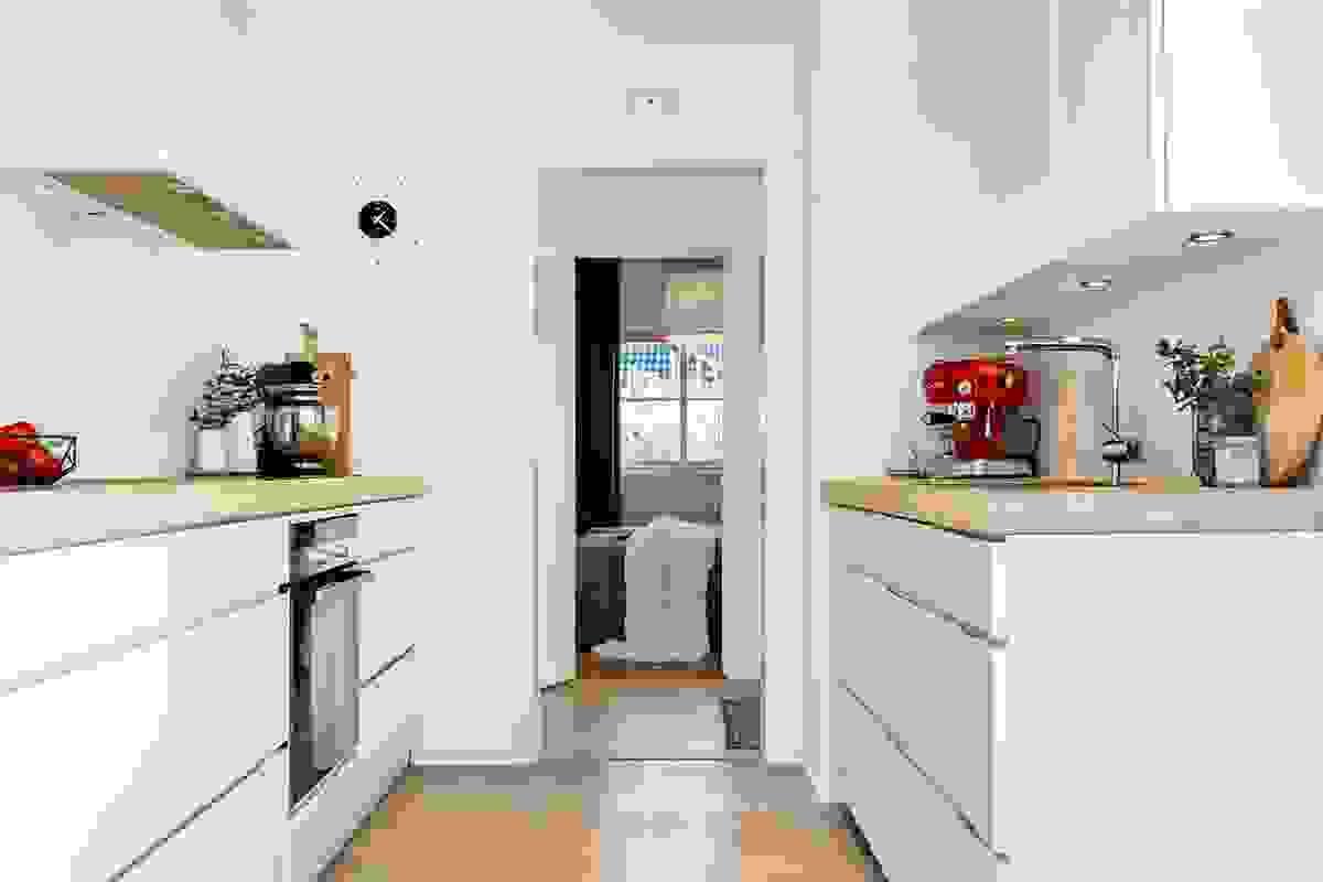 Det er lagt vekt moderne og praktiske detaljer for at rommet skal være husets samlingspunkt.