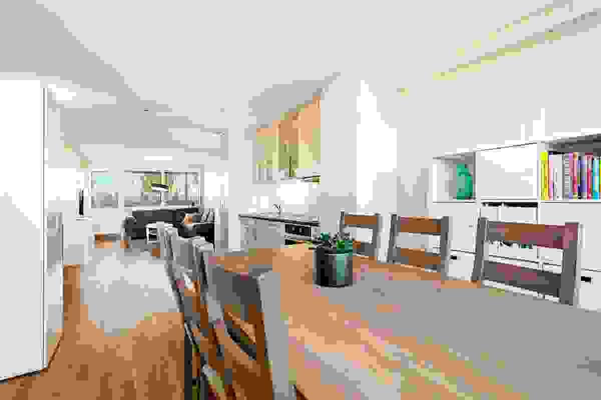 I spisestuen er det plass til stor spisestue hvor man kan dekke på til større familie-/venneselskap.