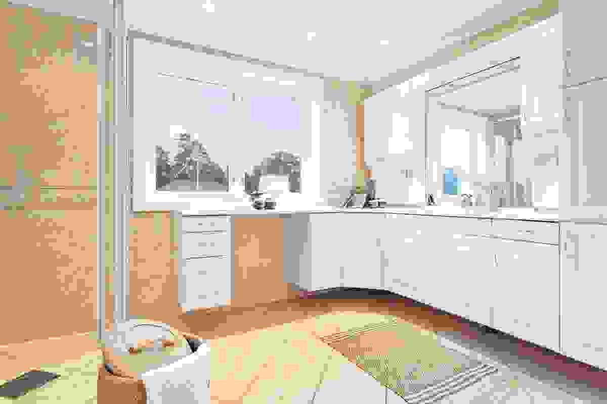 Rikelig med baderomsinnredning i delikat hvit utførelse med mye skapinnredning i tillegg til nedfelt servant i benkeplate.