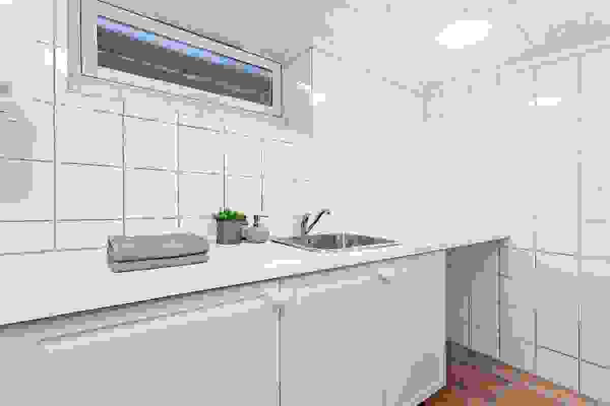 Det praktiske og romslige vaskerommet med god garderobeplass i kjelleren