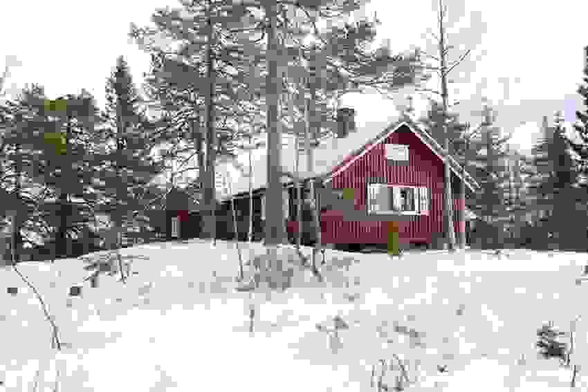 Hytte beliggende i et flott naturterreng