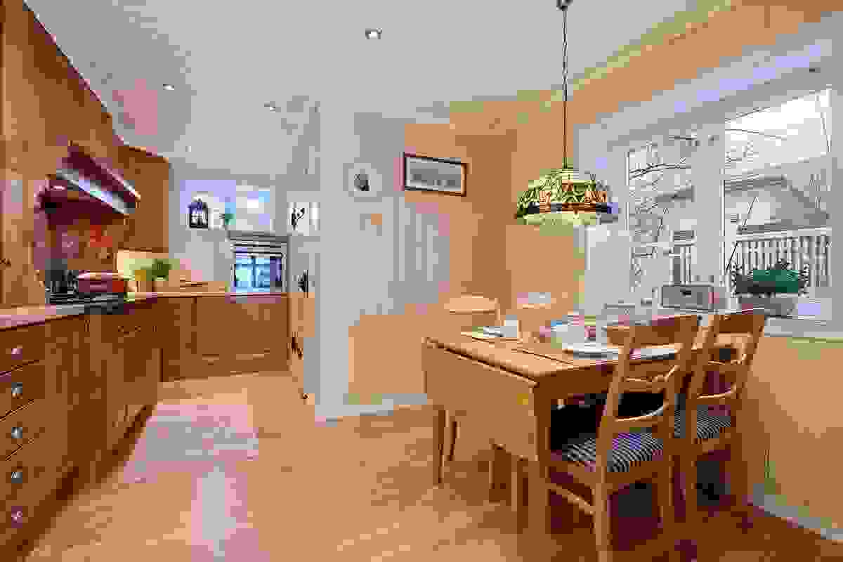 Kjøkken med plass til spisebord