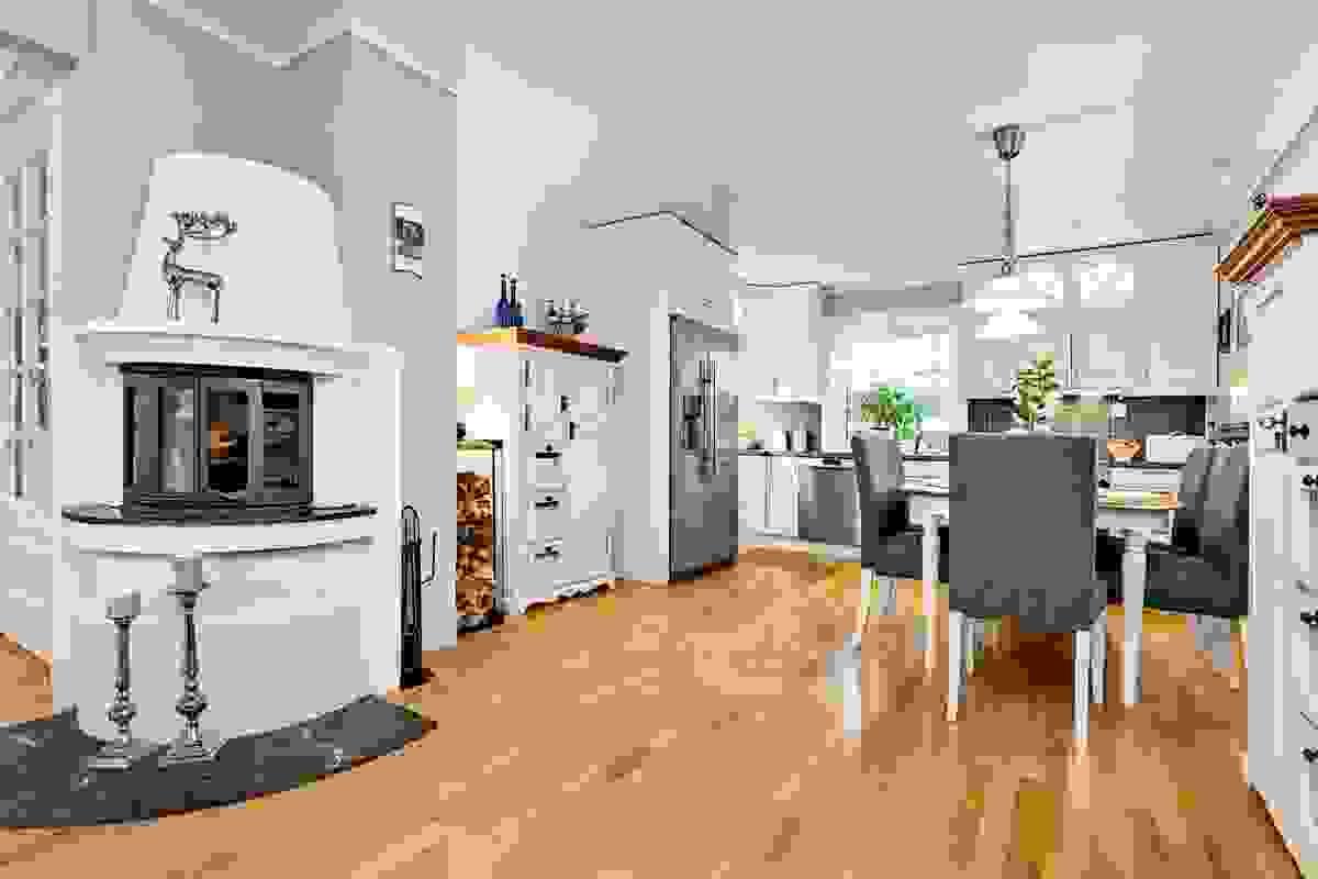 Romslig kjøkkeninnredning, montert 2017