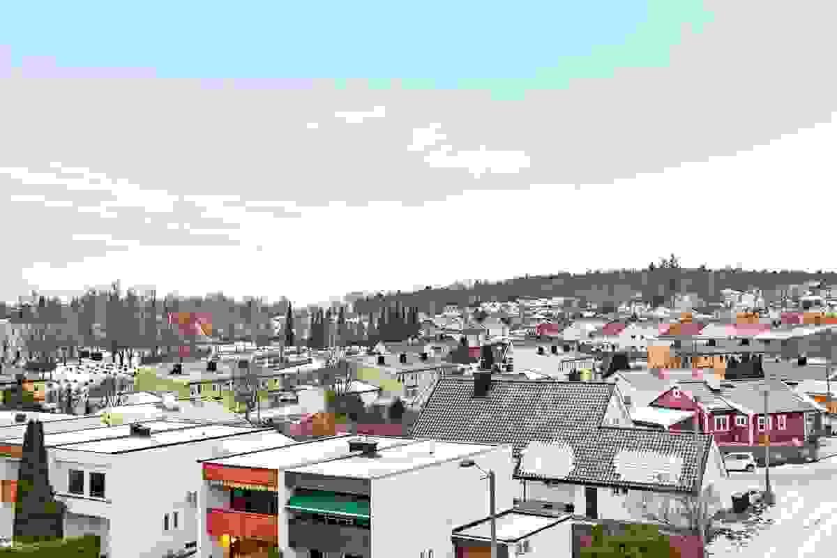Flott utsikt over omkringliggende bebyggelse