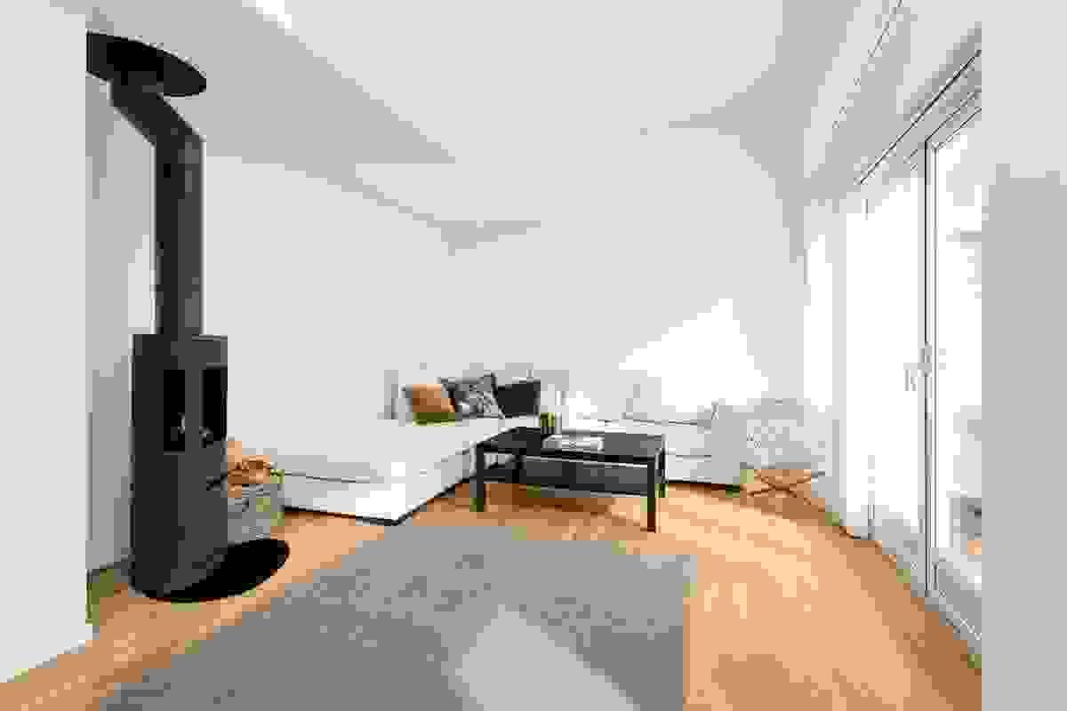 Ekstra takhøyde gjør stue og kjøkken særdeles lyse og åpne