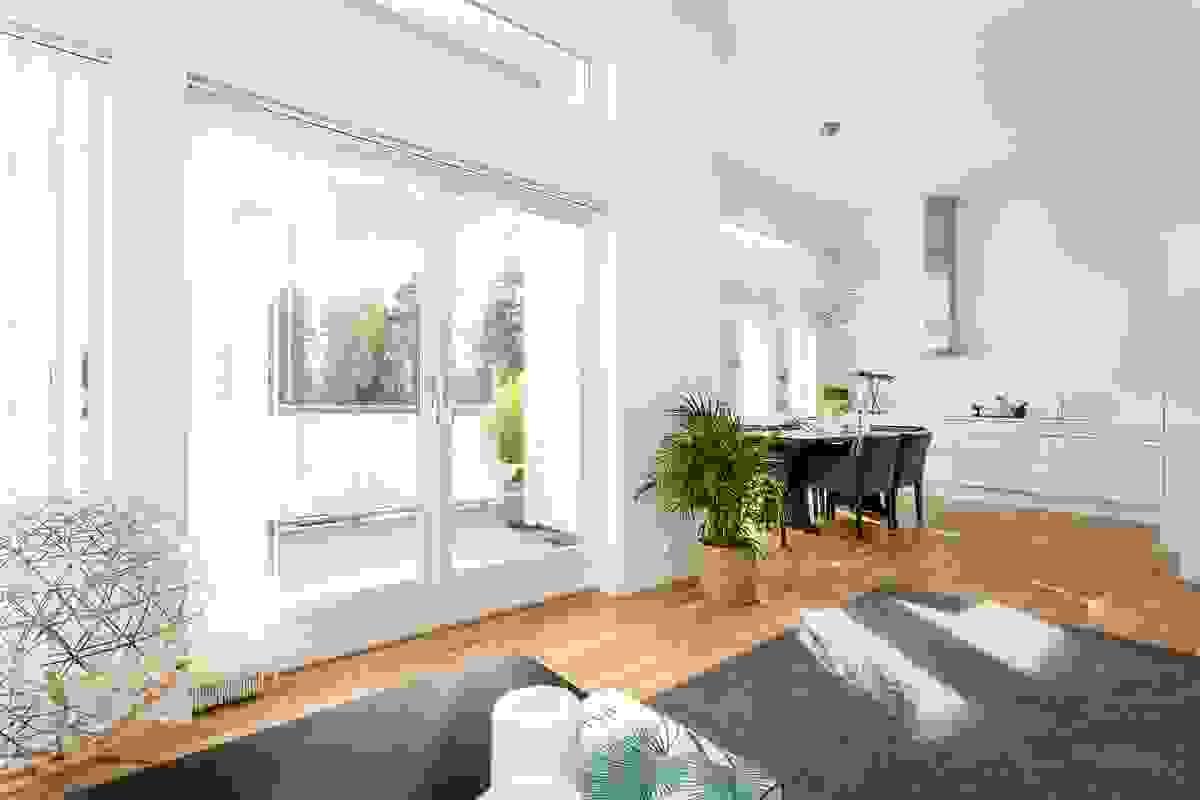 Møbleringen i stue og kjøkken faller naturlig
