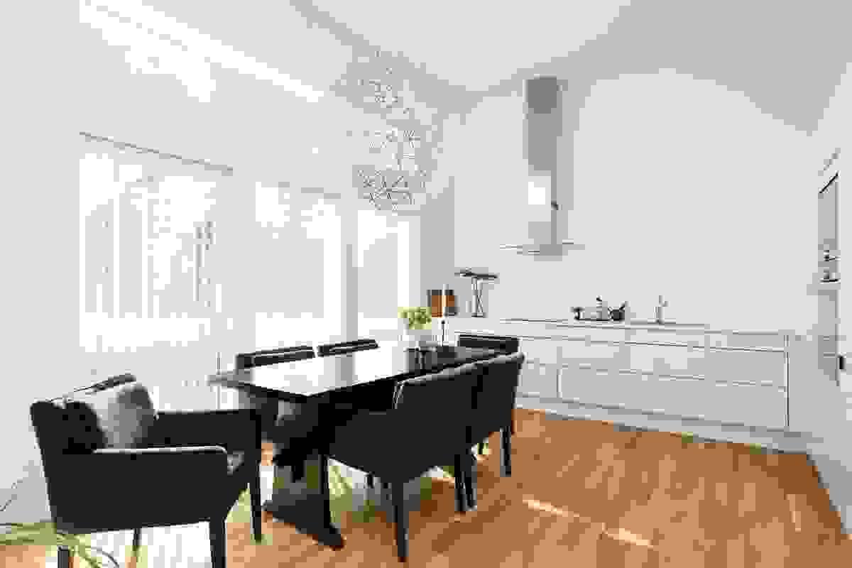 I tilknytning til kjøkkenet er det plass til en stor spisestue