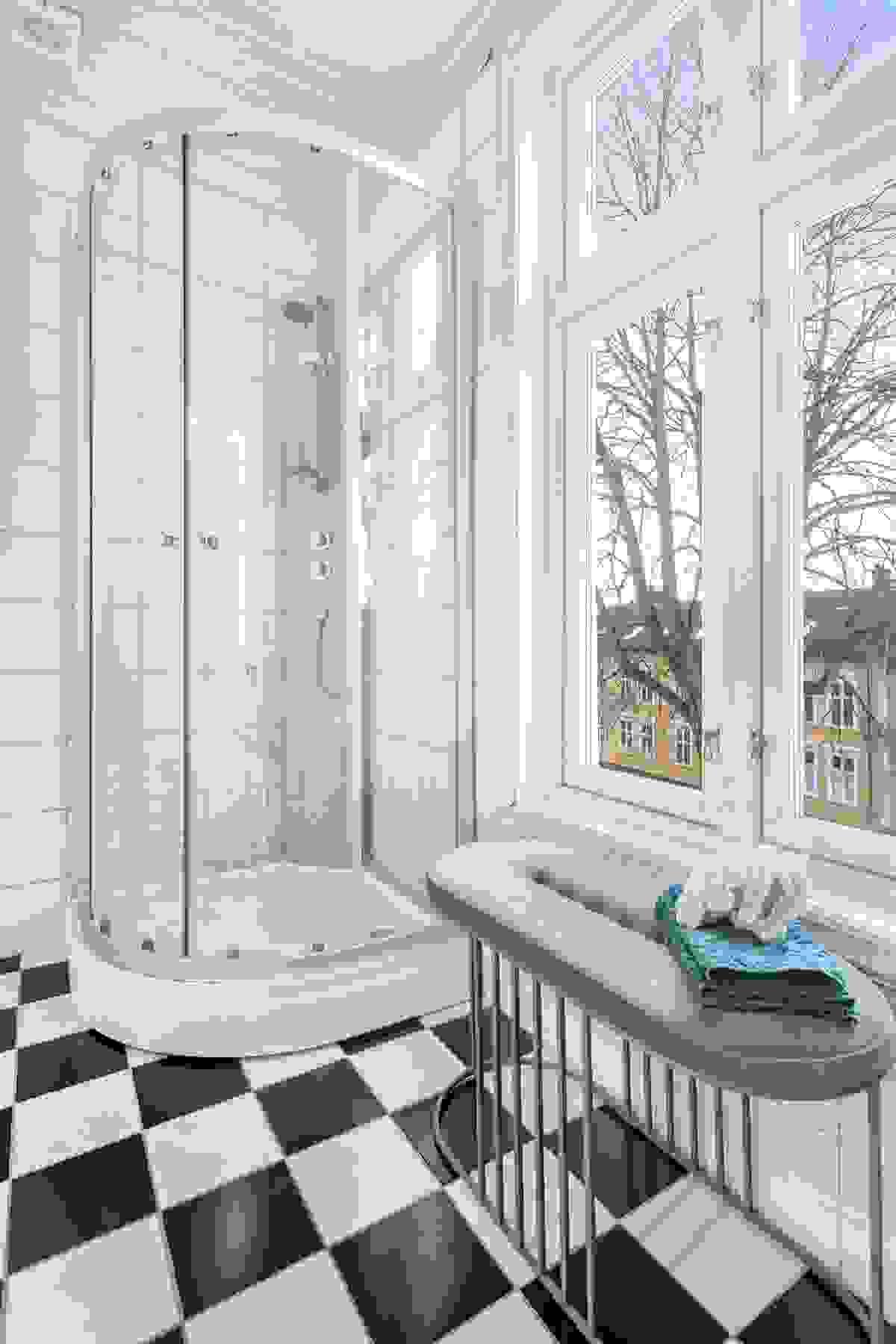 Flott utsyn - godt lysinnslipp fra de nye vinduene (2015).